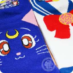 boutique-kawaii-shop-france-lille-chezfee-com-chaussette-kawaii-sailor-moon-luna-chat-bandai-authentique