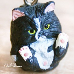 boutique-kawaii-shop-chezfee-object-gashapon-blindbox-chat-roule-rond-noir-blanc-1