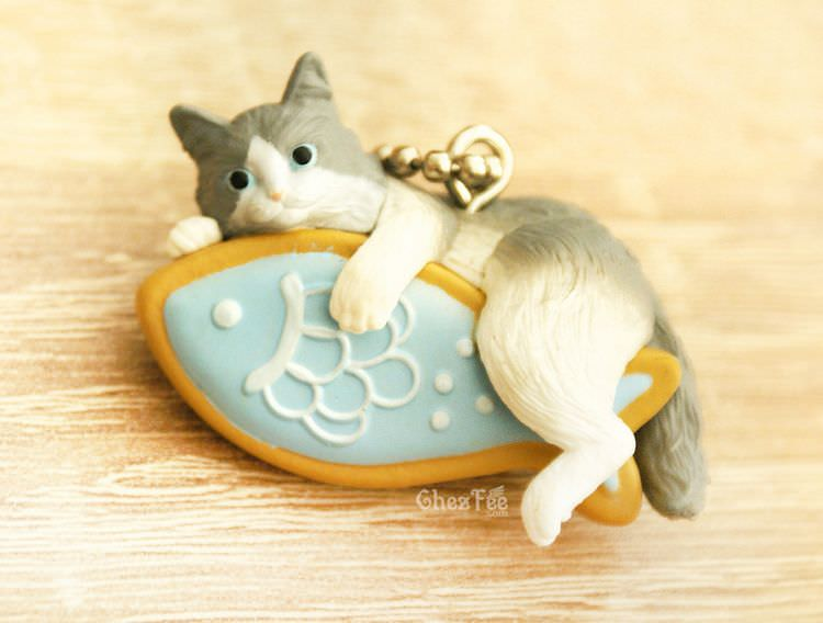boutique kawaii shop cute chezfee gachapon france straps porte clef neko cafe chat biscuit bleu 1