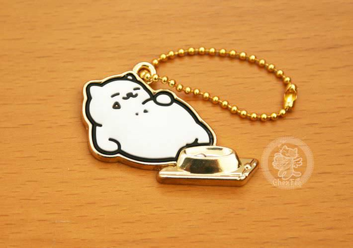 boutique kawaii shop france chezfee com gachapon japonais authentique neko atsume charm strap or tubbs1