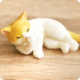 boutique-kawaii-authentique-chezfee-gashapon-chat-neko-fait-sa-toilette-roux