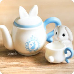 boutique-kawaii-authentique-chezfee-gashapon-gachapon-lapin-patisserie-bleu