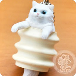 boutique-kawaii-shop-chezfee-com-gachapon-france-straps-porte-clef-neko-cafe-gateau-broche-baumkuchen