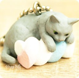 boutique-kawaii-shop-cute-chezfee-gachapon-france-straps-porte-clef-neko-cafe-chat-bonbon