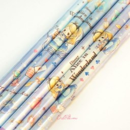 boutique-kawaii-shop-france-japonais-chezfee-disney-japan-alice-wonderland-chibi-crayons-1