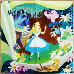 boutique-kawaii-shop-france-japonais-chezfee-disney-japan-alice-wonderland-serviette-1